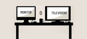 monitor e televisione sopra un tavolo